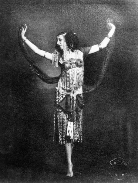 Ida Rubinstein in the role of Salome (b/w photo)