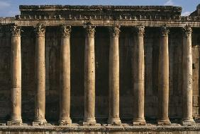 Temple of Bacchus, view of the colonnade; High Imperial Period (27 BC-395 AD) (photo)