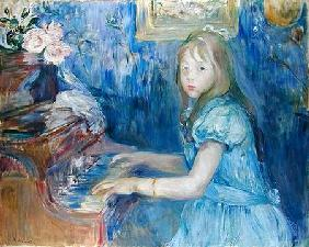 Lucie Leon at the Piano