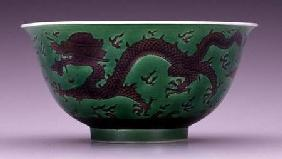 Bowl depicting a dragon in pursuit of flaming pearls