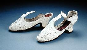 Pair of white shoes, c.1590s (suede)