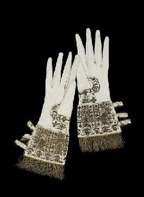 Gloves presented to Queen Elizabeth I on her visit to Oxford University in 1566 (textile and gold em