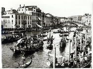 View of the regatta and the Rialto Bridge from the Fondamento del Vino (b/w photo)