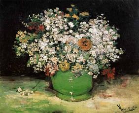 Vase avec des fleurs de champ